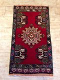 ヤストゥク 絨毯 厚めのマットタイプ