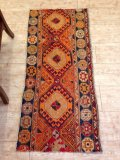 NO135 ヤストゥク 手織り絨毯 厚めのマットタイプ